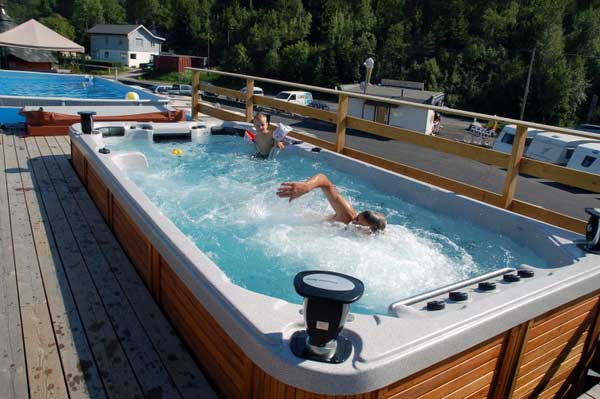 Exemples d 39 installations de spas chez des particuliers for Piscine portable prix